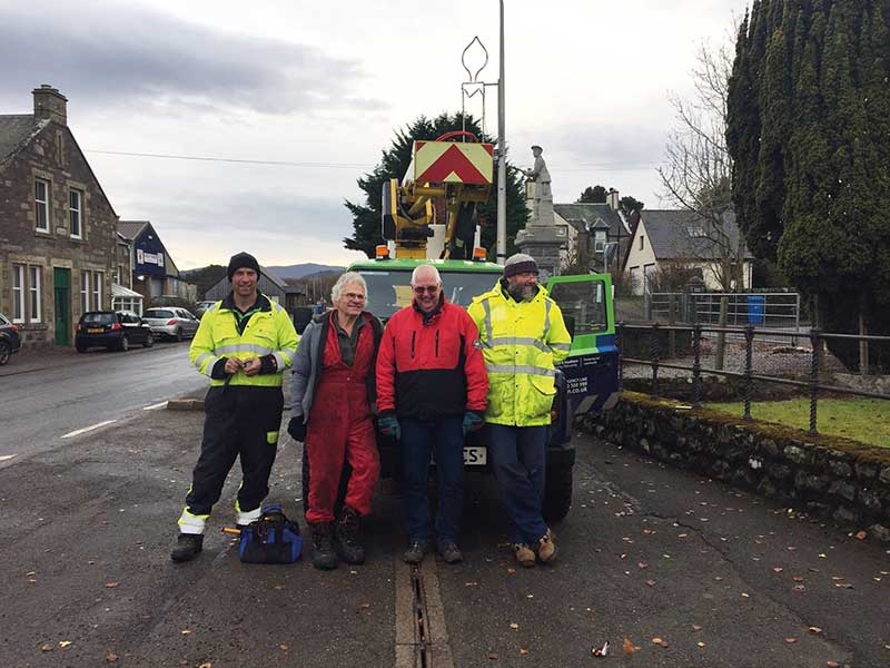 Thanks to the team of volunteers who turned out on a cold morning to help with the lamppost Christmas lights in Ardgay Village (November 2019).
